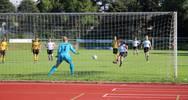 Kathrin Höfler erzielt per Elfmeter das 1:0; Foto: T. Weißenbach