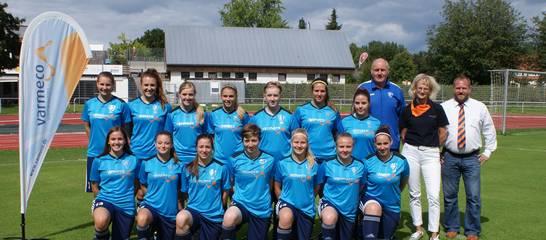 varmeco sponsert den SVK-Frauen Aufwärmshirts. Foto: Stefan Günter