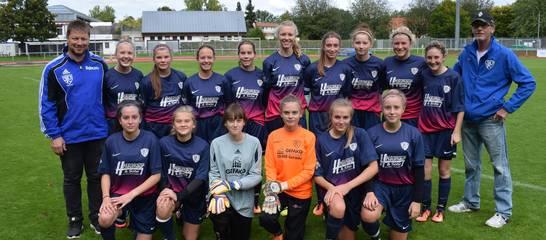 Das U17-Juniorinnen-Team mit den Trainern Schweiger und Hackl. Foto: Berndt Sonntag